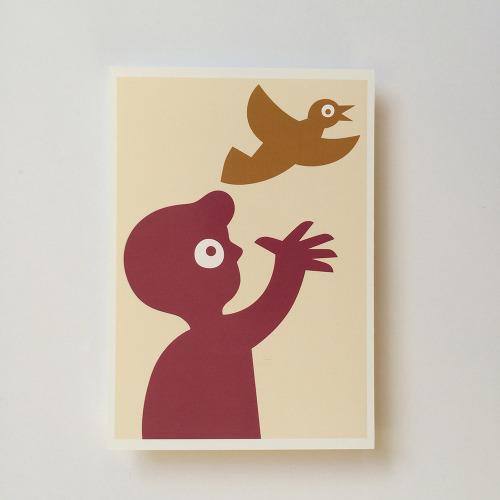 Briefkaart_kind_jongen_vogel
