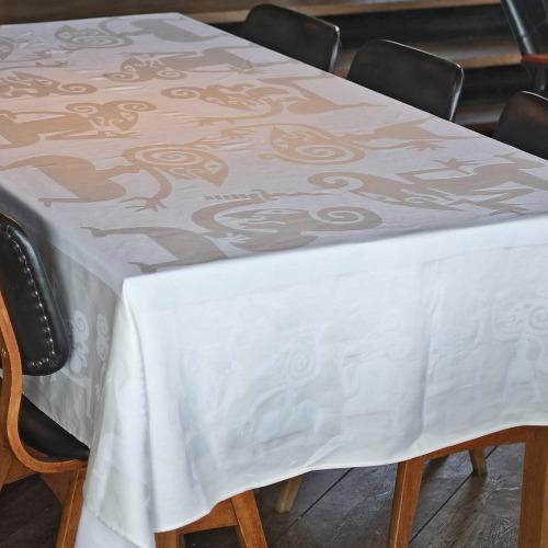 Tafelkleed_Wayang_wit_tafel2_1000