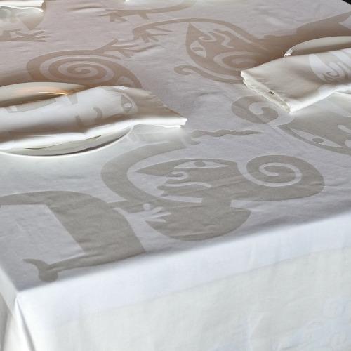 Tafelkleed_Wayang_wit_tafel3_1000